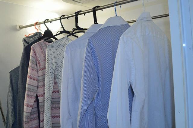 梅雨時に洗濯物が臭くなるのはなぜ?部屋干しでも生乾きにならない上手な乾かし方とは?