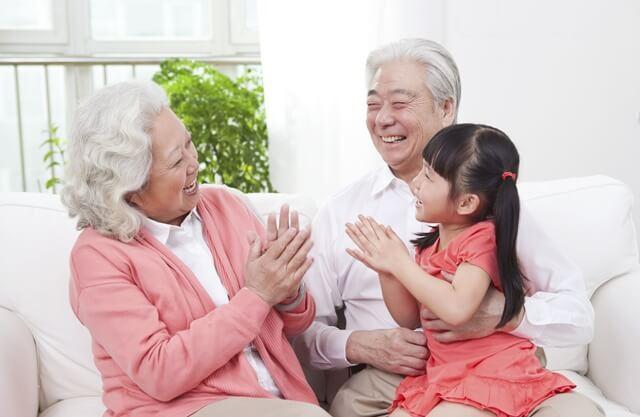 敬老の日に孫からサプライズ!プレゼントは何が良い?赤ちゃんの場合はどうする?