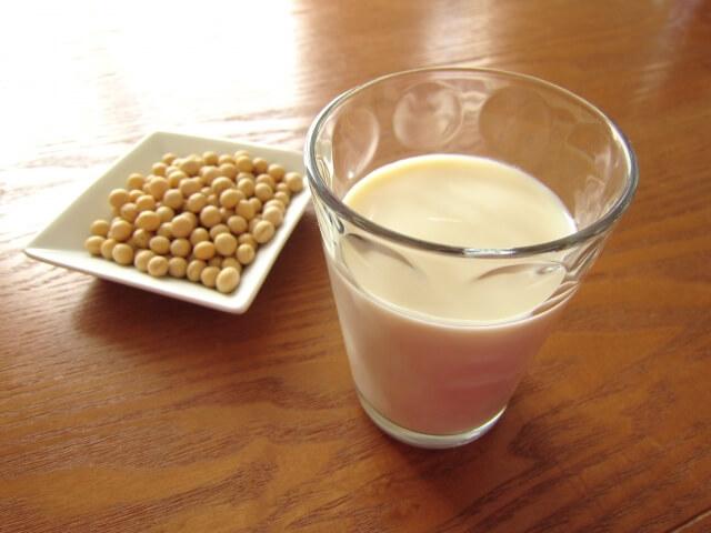 豆乳の健康効果がスゴイ!無調整と調整の違いは?苦手な人でも美味しく飲めるアレンジレシピもご紹介!